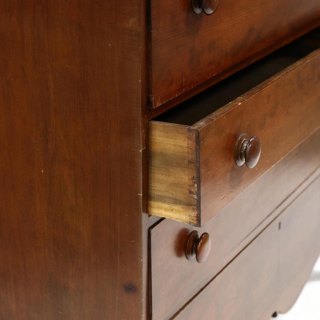 Late Federal Cherry Butler's Chest of Drawers - 4