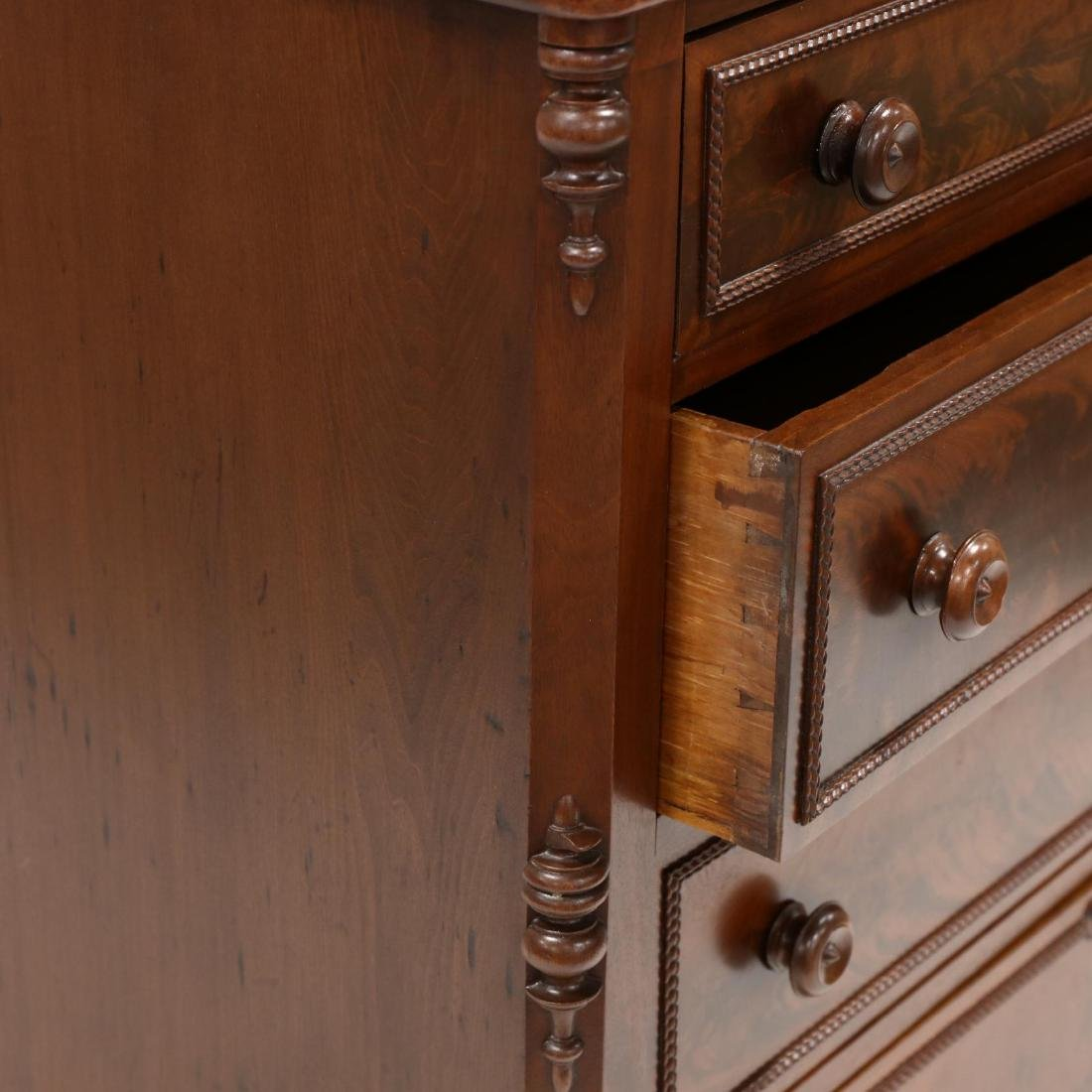 American Classical Mahogany Chest of Drawers - 3