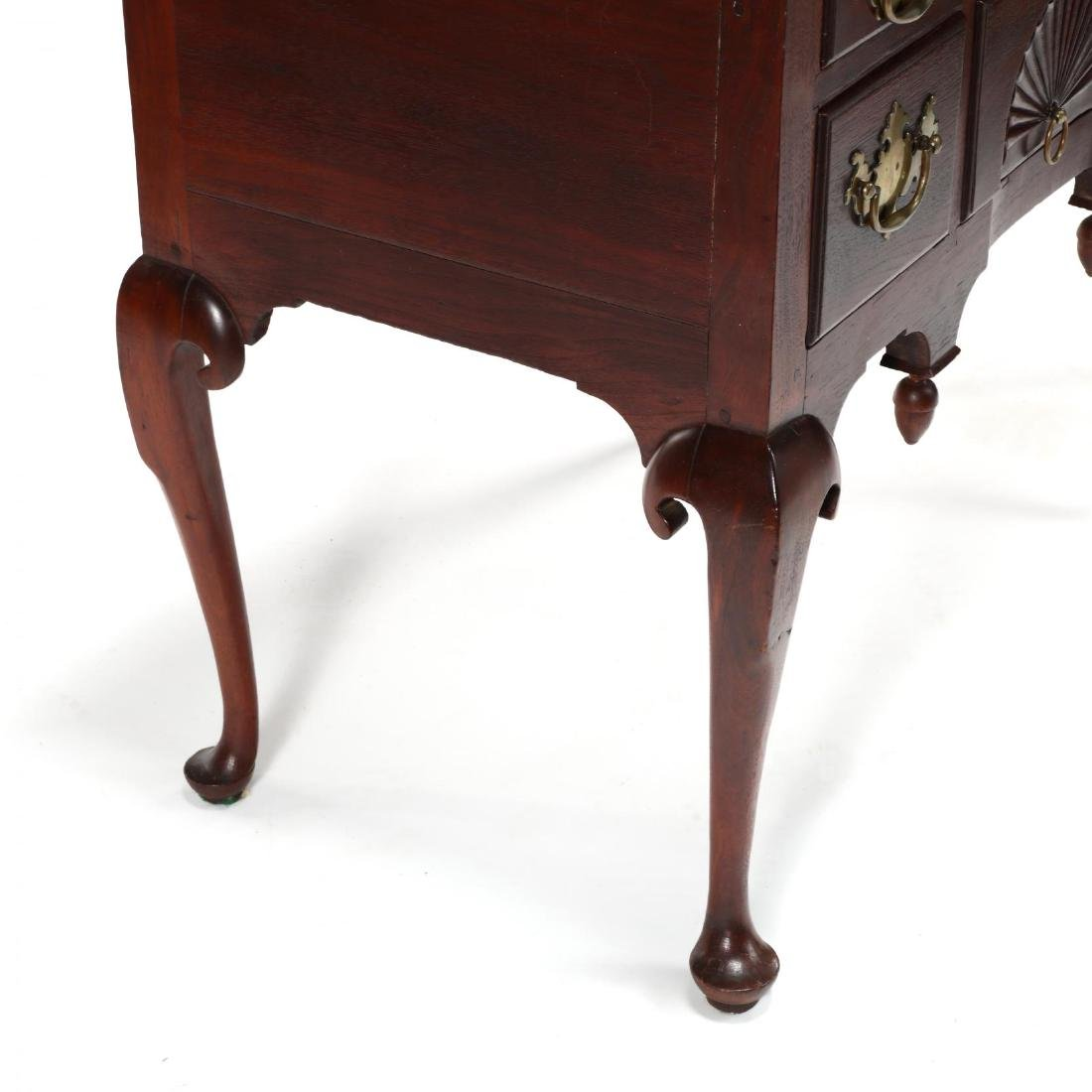 New England Queen Anne Walnut Dressing Table - 3