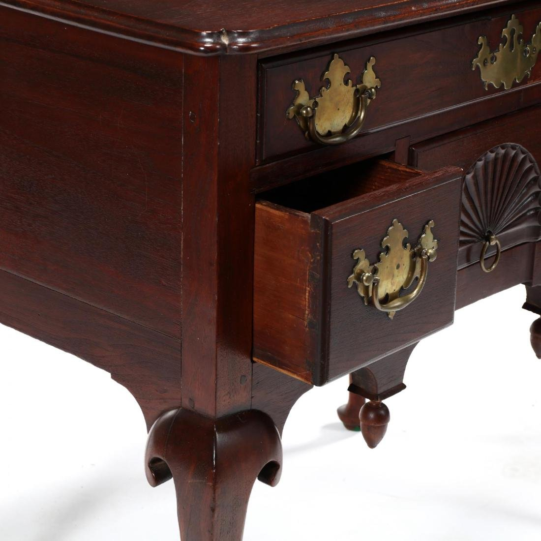 New England Queen Anne Walnut Dressing Table - 5