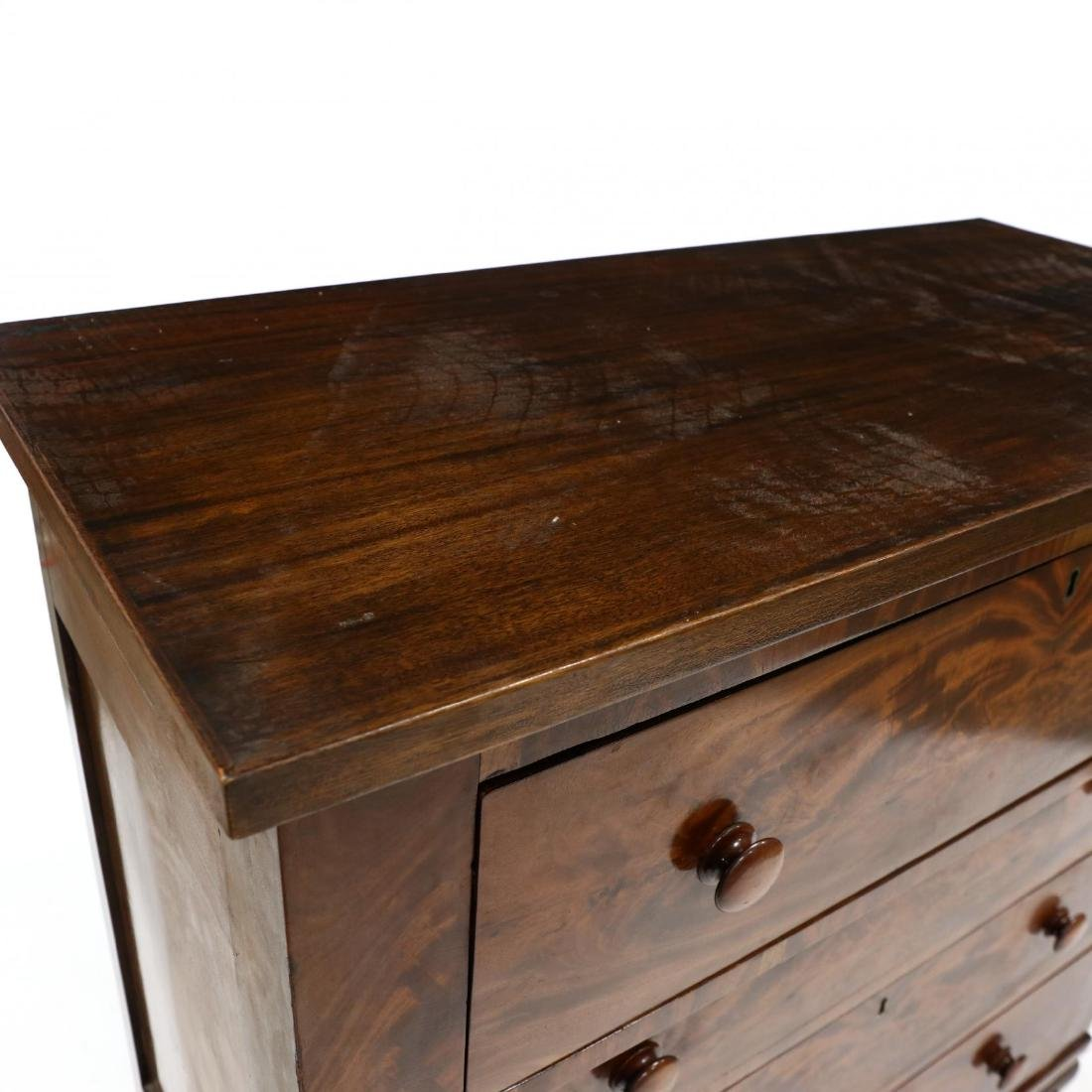 American Classical Mahogany Chest of Drawers - 2