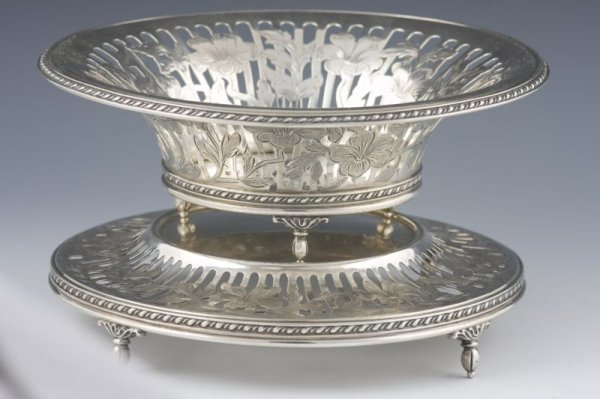510: George Henckel & Co. Sterling 2-Part Bon-Bon Dish,