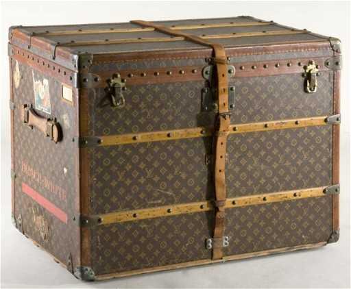 ccb2703b468d 89  Vintage Louis Vuitton Trunk