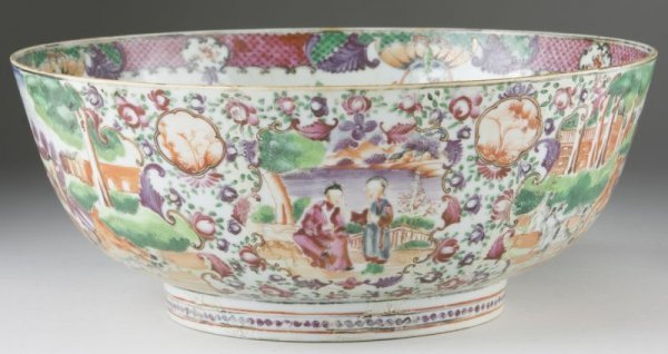 14: Rare Chinese Export Bowl with Hunt Scene