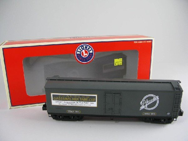 10: Lionel 17332 Pfaudler Milk Car