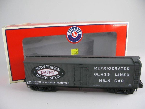 11: Lionel 17335 New Haven Milk Car