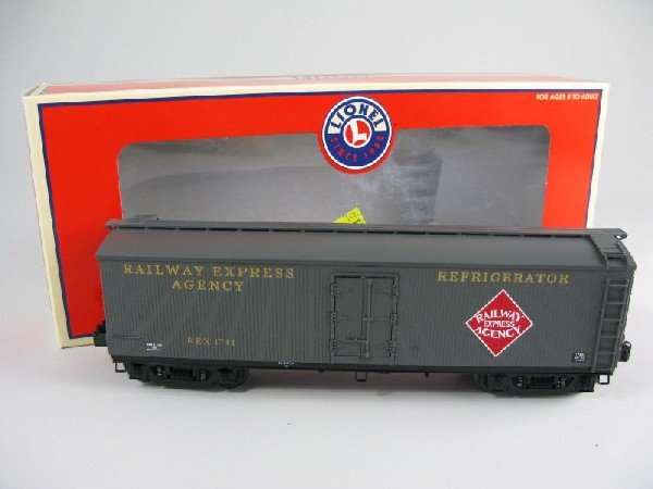 12: Lionel 17334 Railway Express Agency Milk Car