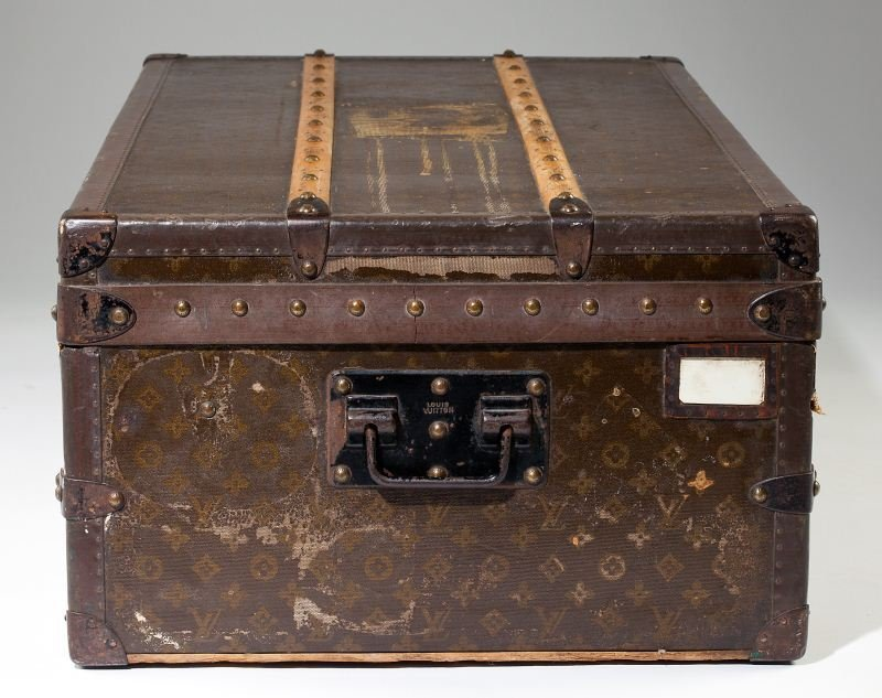 382: Vintage Louis Vuitton Footlocker Trunk - 7