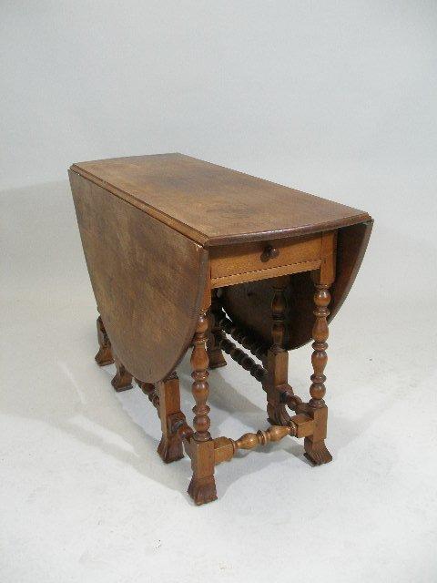 236: Wallace Nutting, Pilgrim Drop Leaf Gateleg Table,