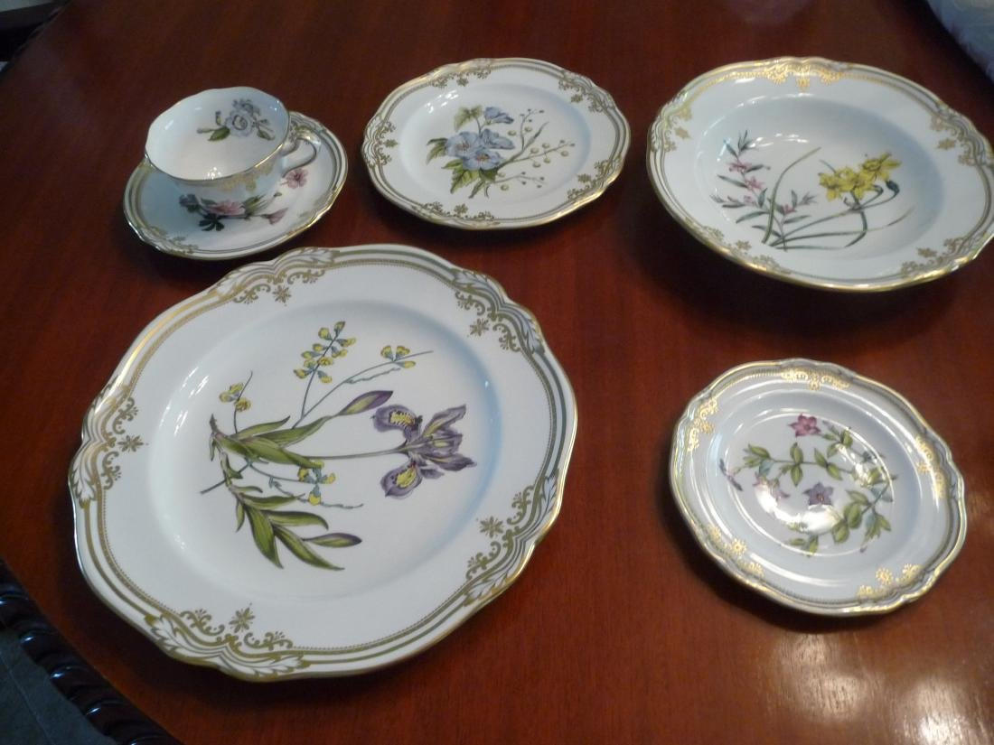 SPODE STAFFORD FLOWERS 72 PIECE BONE CHINA DINNERWARE