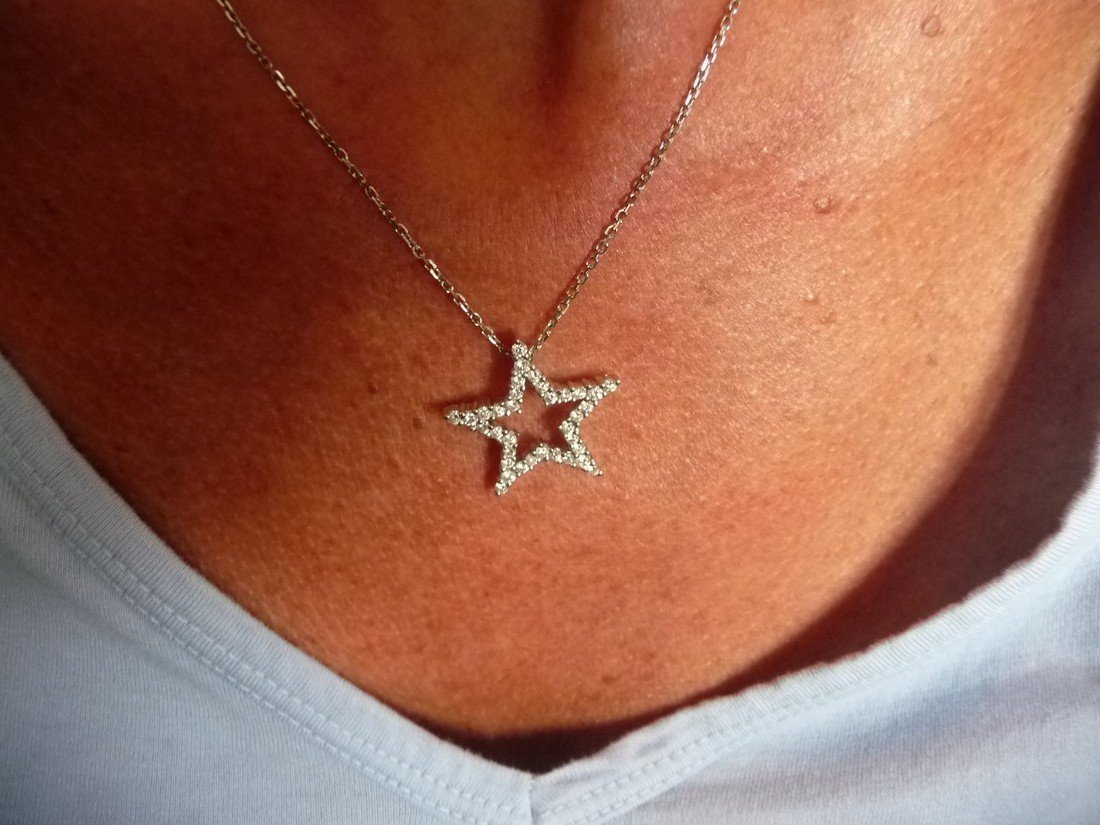 1 CARAT DIAMOND 18K STAR PENDANT NECKLACE