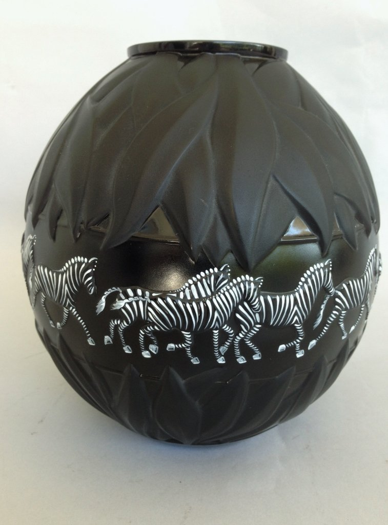 "BLACK LALIQUE ENAMELLED VASE ""TANZANIA"""
