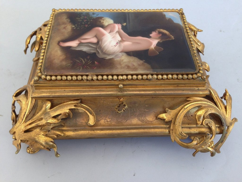 IMPOSING DORE BRONZE AND PORCELAIN BOX