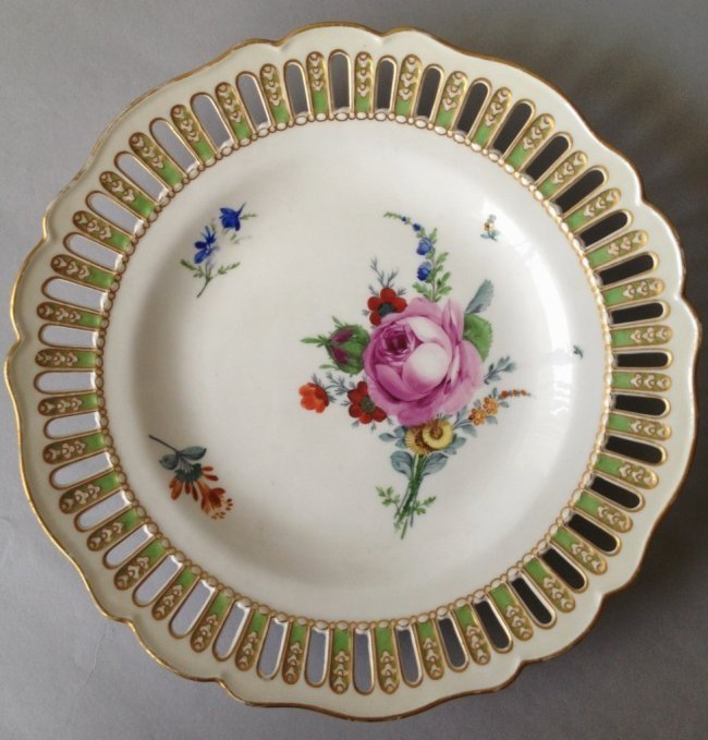 18TH CENTURY RETICULATED MEISSEN PLATE