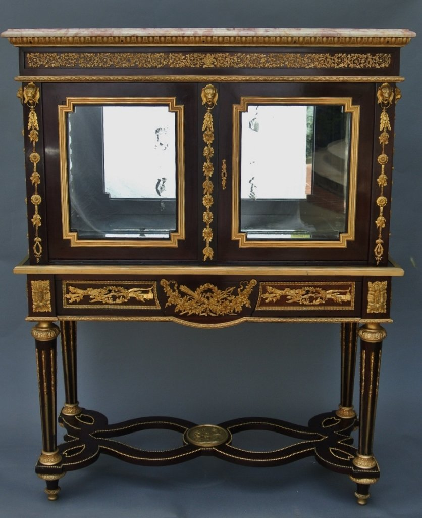 A MAGNIFICENT 19TH CENTURY ORMOLU MOUNTED VITRINE