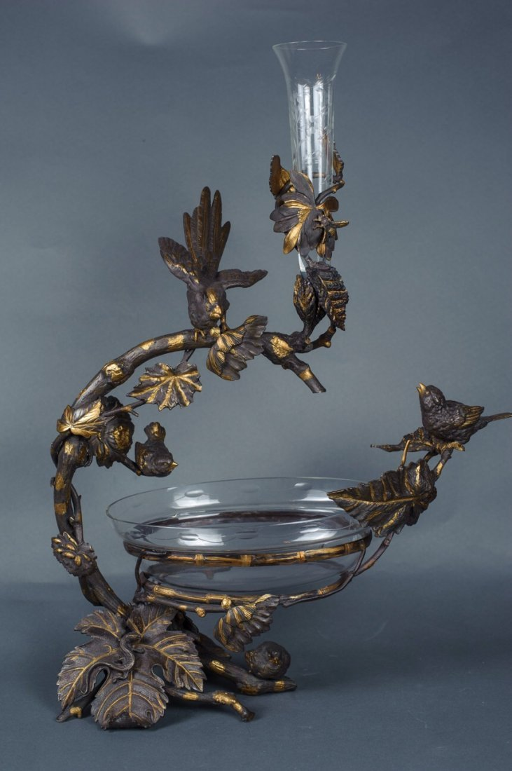 PATINATED BRONZE CENTERPIEE DECORATED WITH GOLD ACCENTS