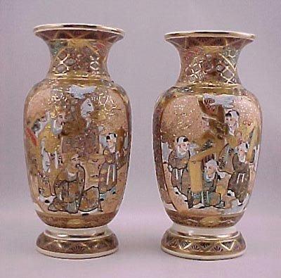 10: Pair of Taisho Period Japanese Satsuma Vases