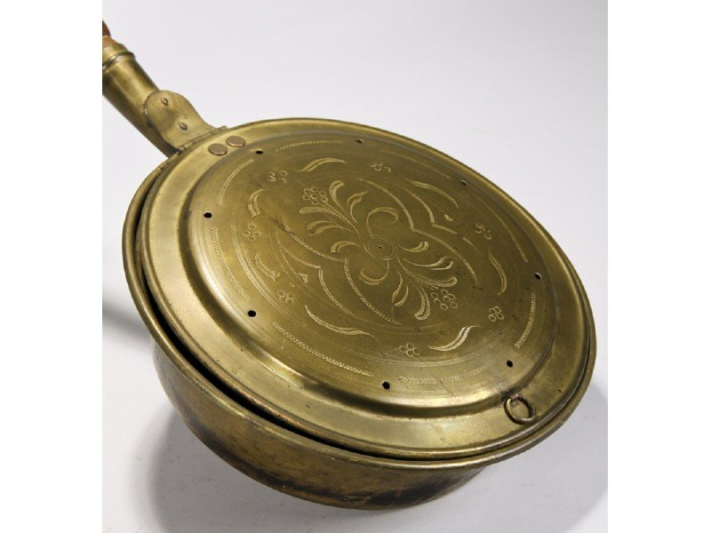 185: Brass 19C Engraved Bedwarmer w Turned Wood Handle