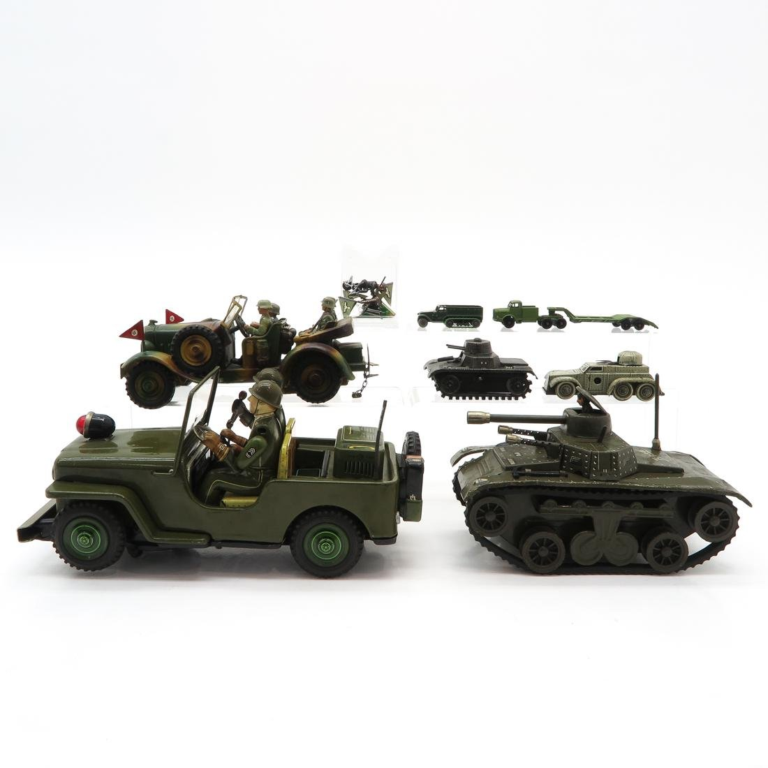 Diverse Lot of Vintage Millitary Toy Cars