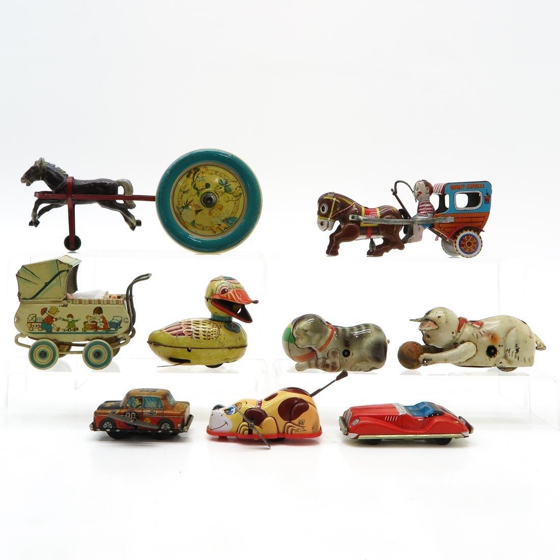 Diverse Lot of Vintage Tin Toys