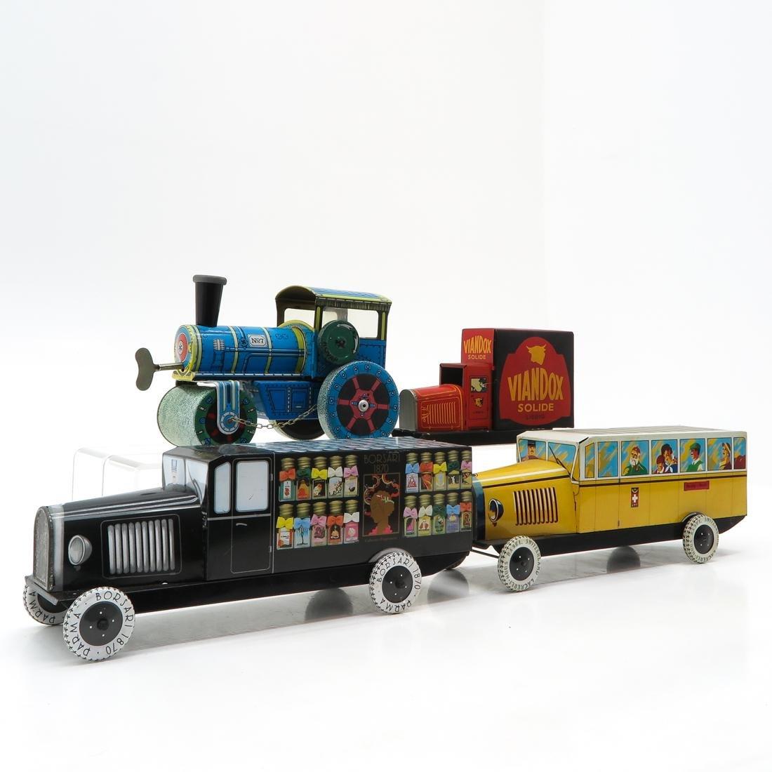 Diverse Lot of Vintage Toys - 2
