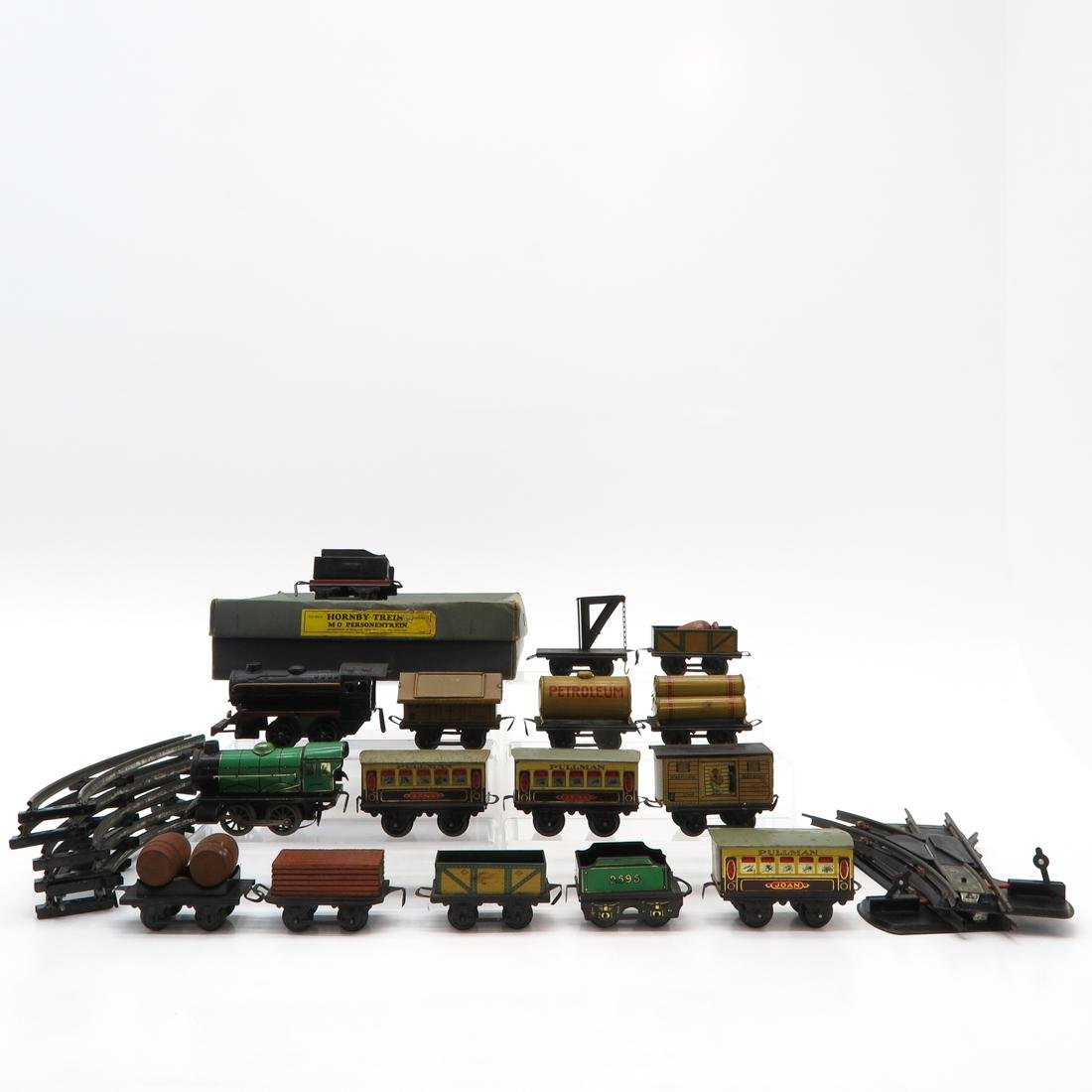Diverse Lot of Vintage Trains and Accessories