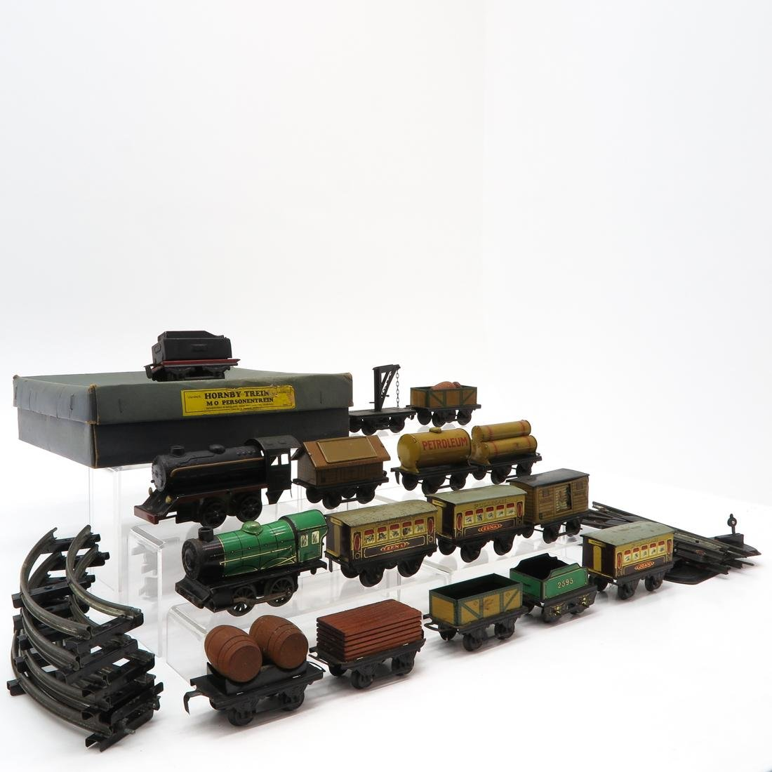 Diverse Lot of Vintage Trains and Accessories - 2