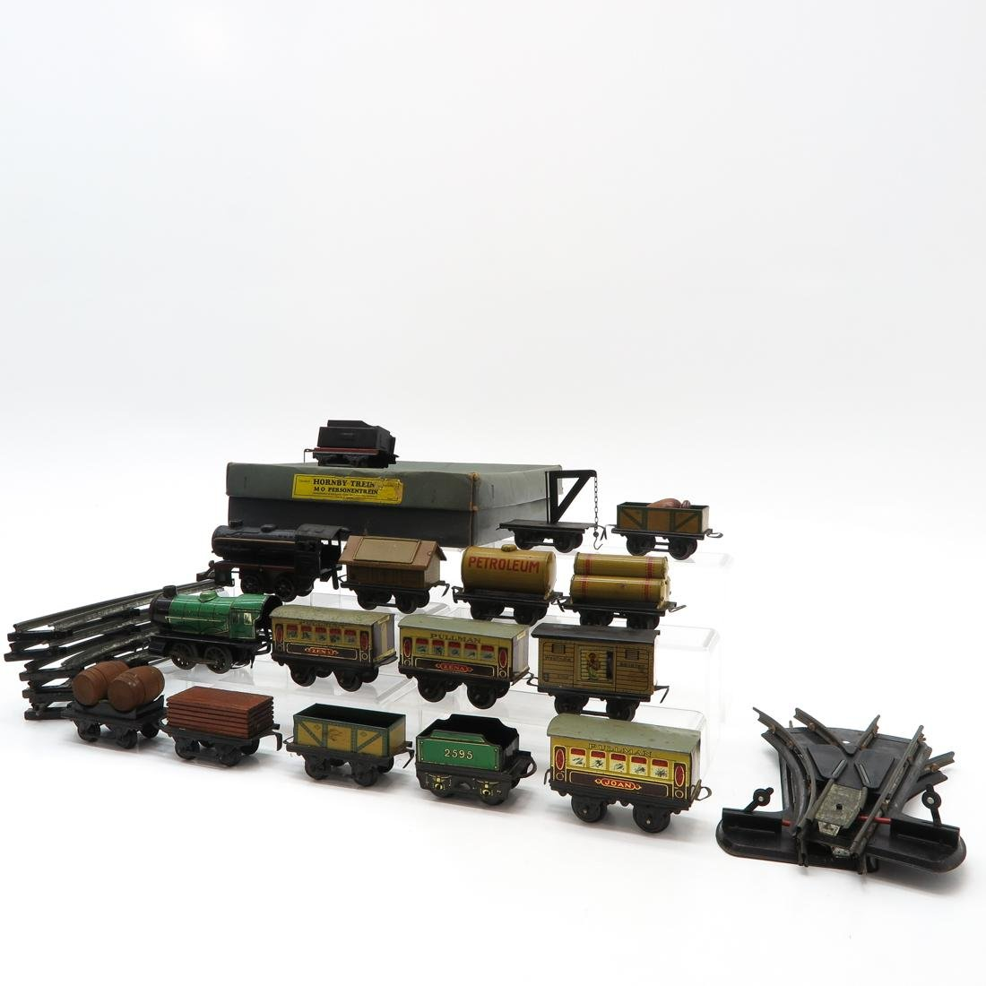 Diverse Lot of Vintage Trains and Accessories - 3
