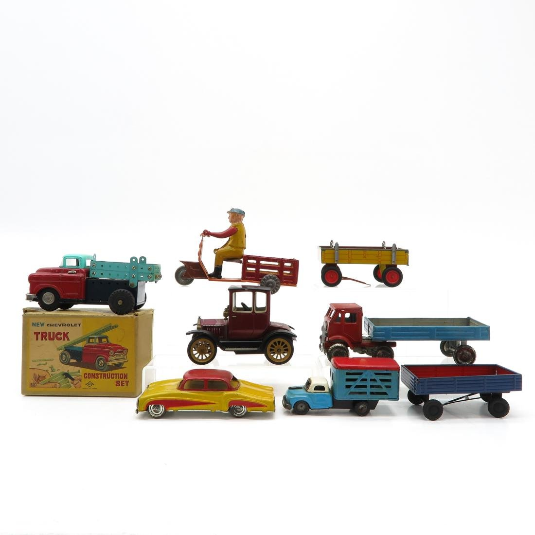 Diverse Lot of Vintage Toys