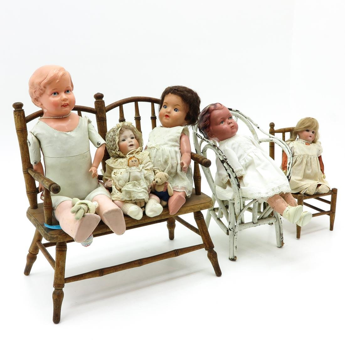 Diverse Lot of Vintage Dolls and Doll Furniture - 2