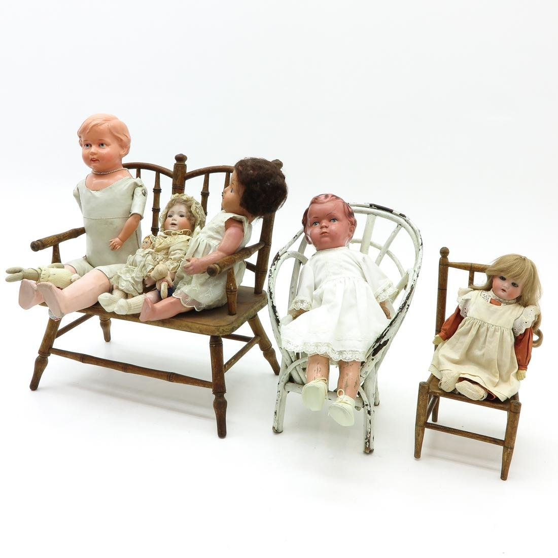 Diverse Lot of Vintage Dolls and Doll Furniture - 3