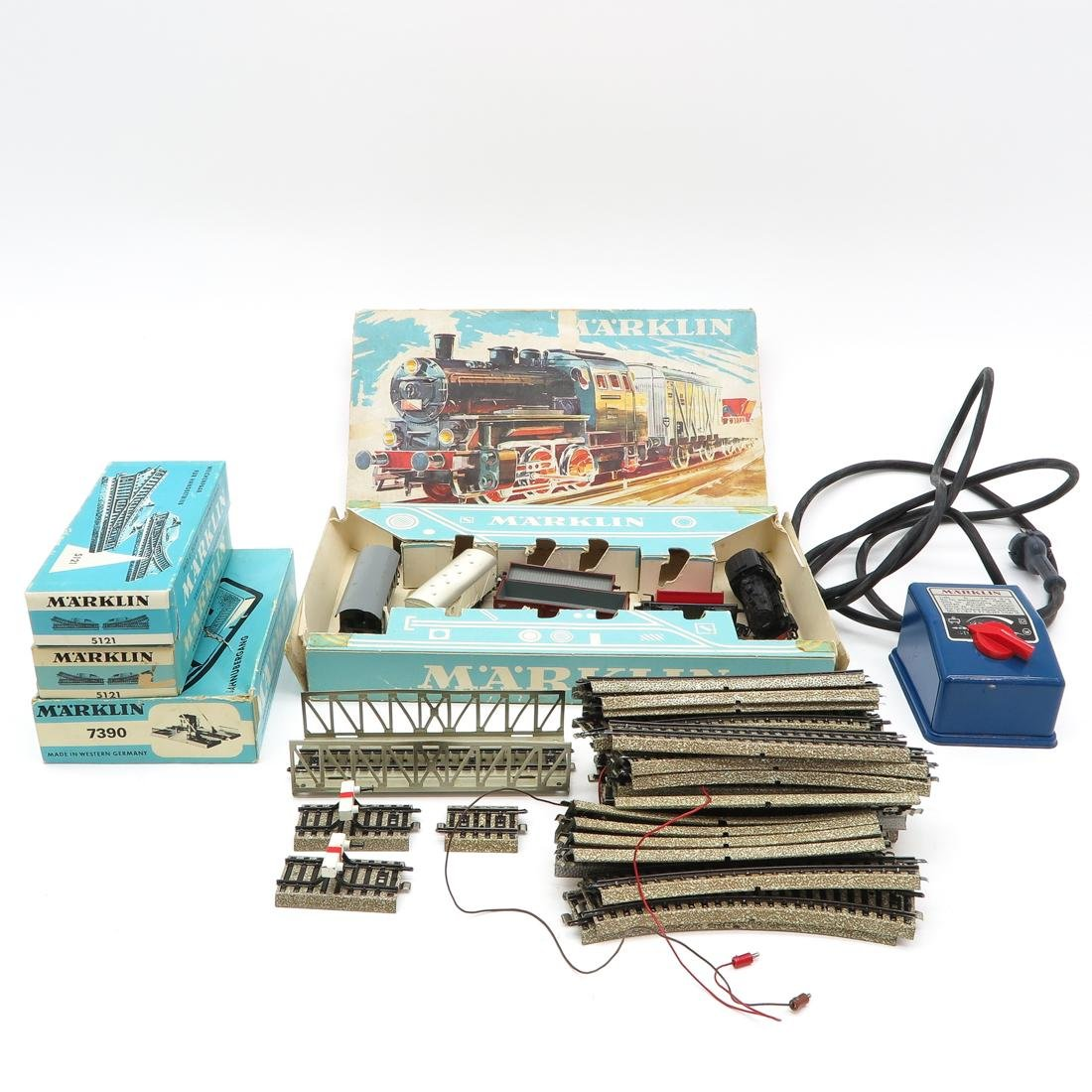 Diverse Lot of Vintage Marklin Train & Accessories
