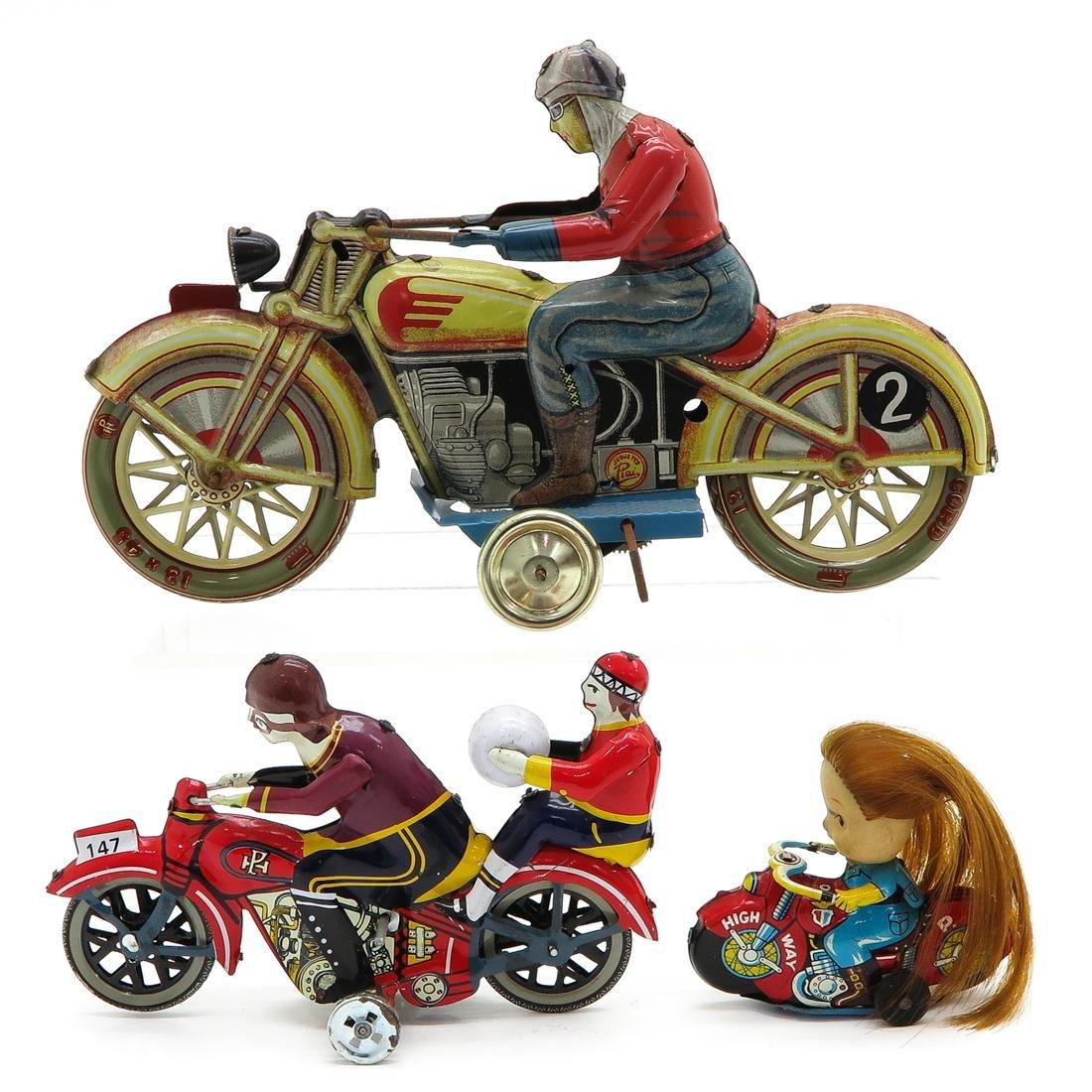Diverse Lot of 3 Vintage Tin Toys