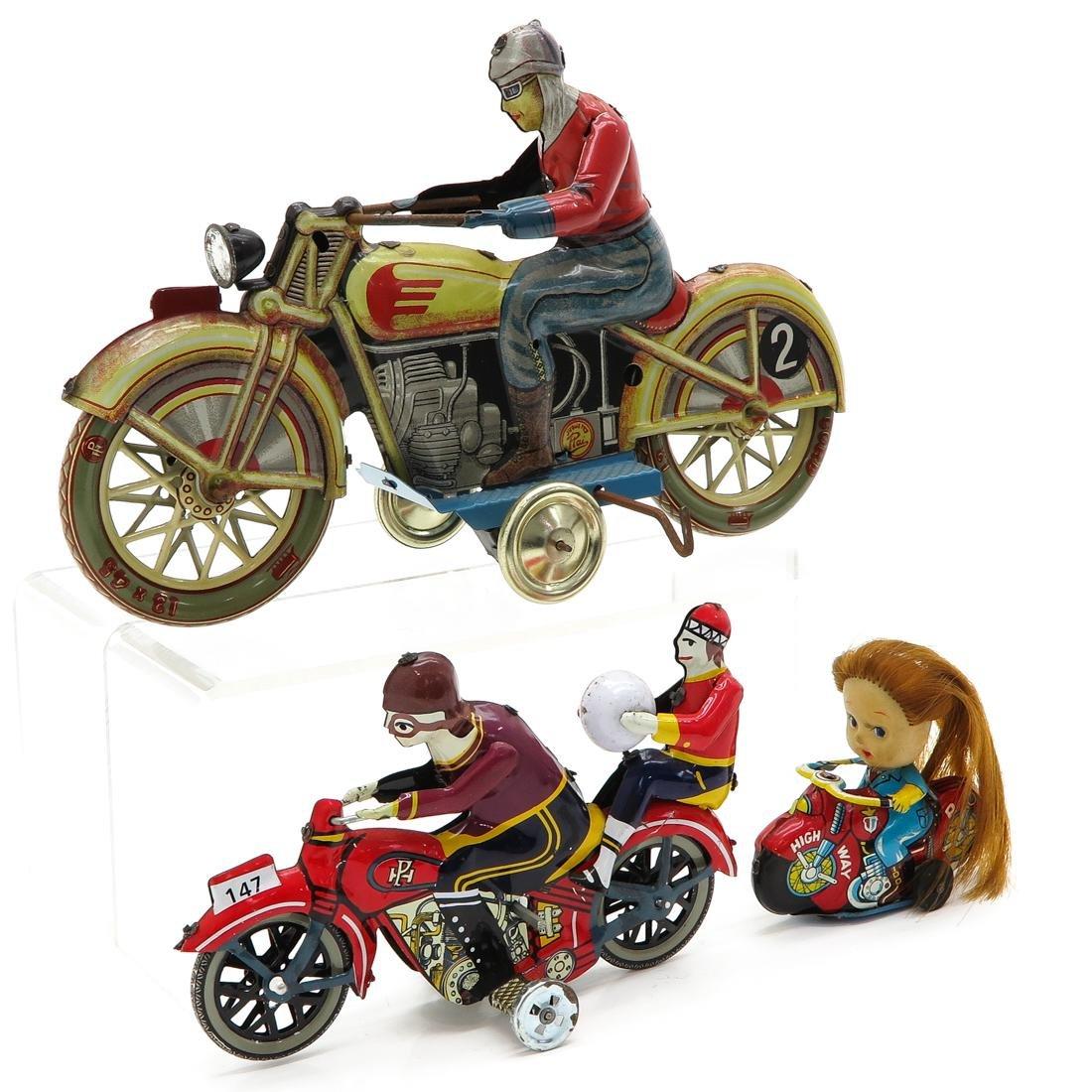 Diverse Lot of 3 Vintage Tin Toys - 2