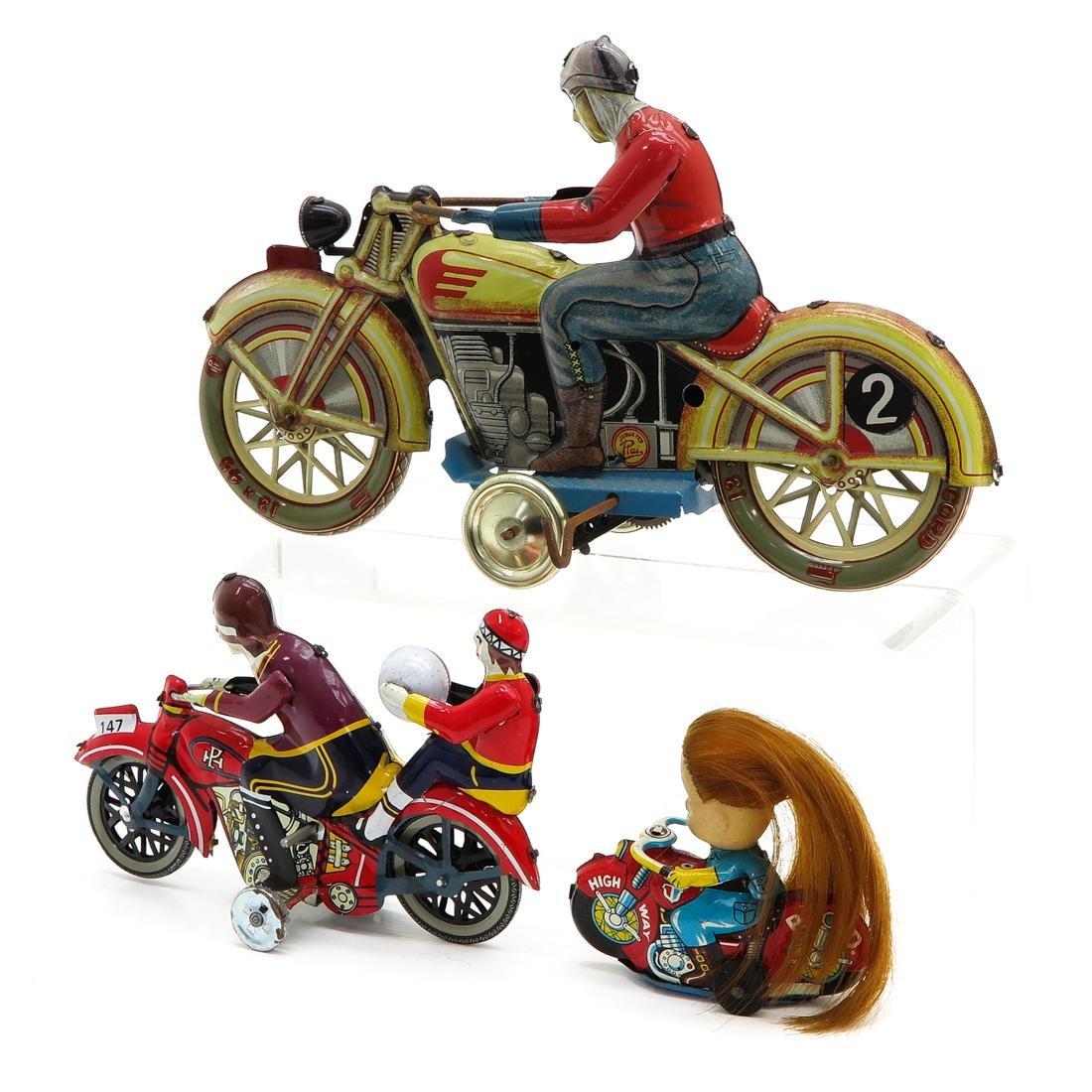 Diverse Lot of 3 Vintage Tin Toys - 3