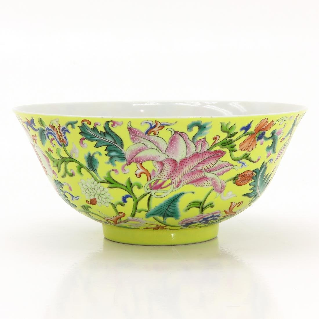 A Famille Rose Decor Bowl