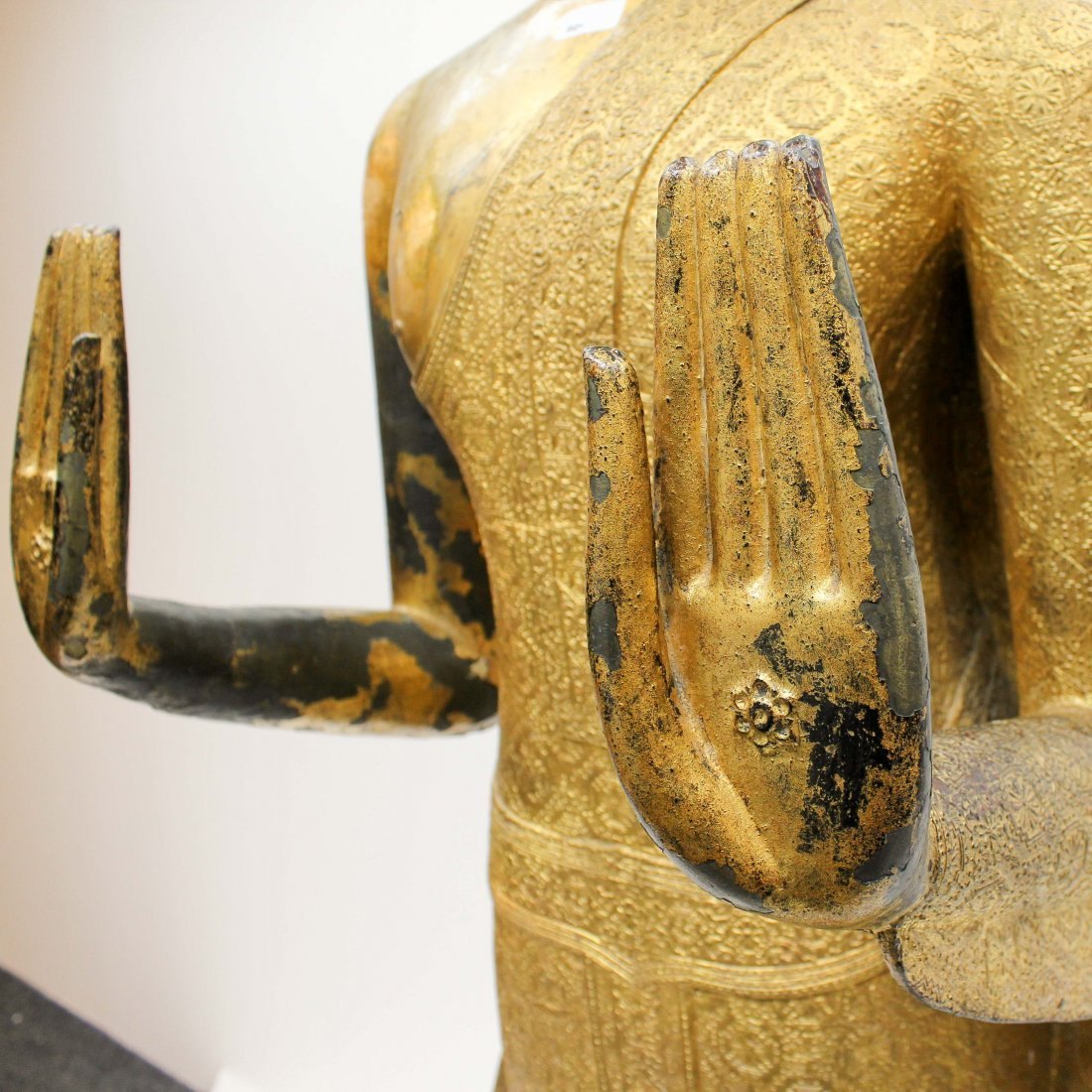 A Fine 19th Century Bronze Gilt Buddha in Abhaya Mudra - 6