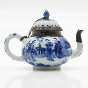 A Beautiful Kangxi China Porcelain Teapot