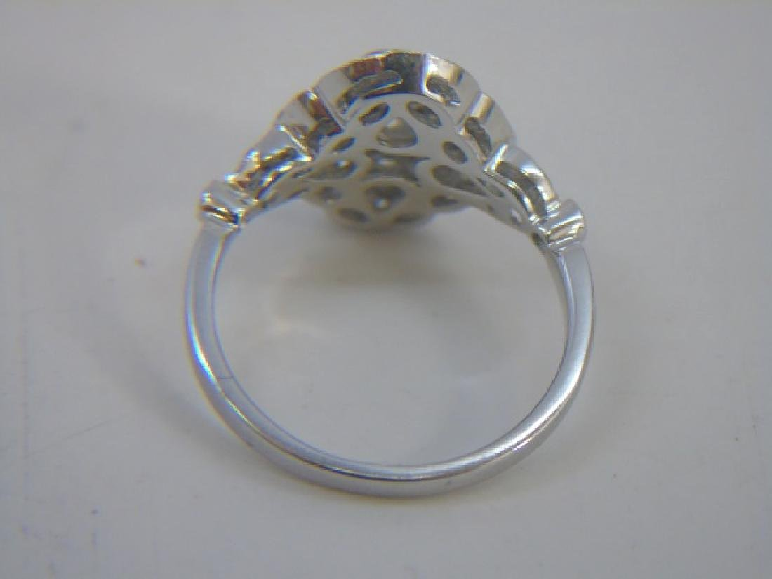Contemporary 18kt White Gold & Diamond Ring - 5