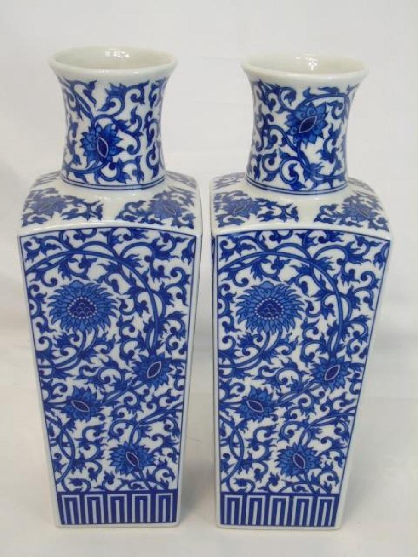 Chinese Porcelain - Two Pairs of Vases & Box - 2