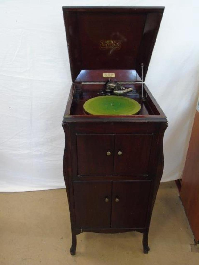 1920 Victor Talking Machine with Record Collection