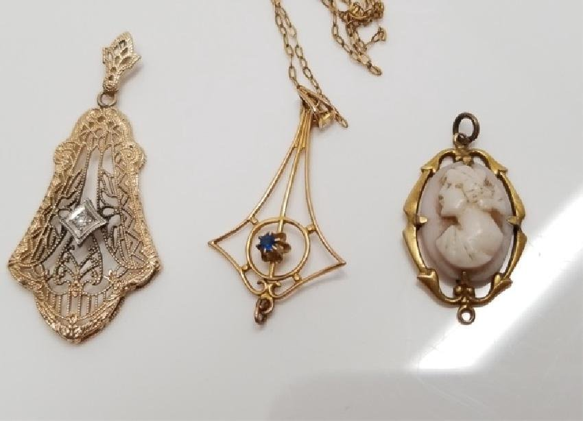 Group of 3 10k Yellow Gold Jewelry Items Pendants