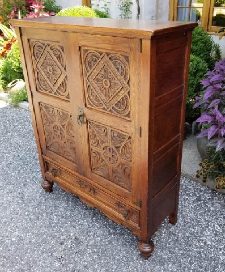 Antique English Jacobean / Tudor Cupboard Cabinet - 3