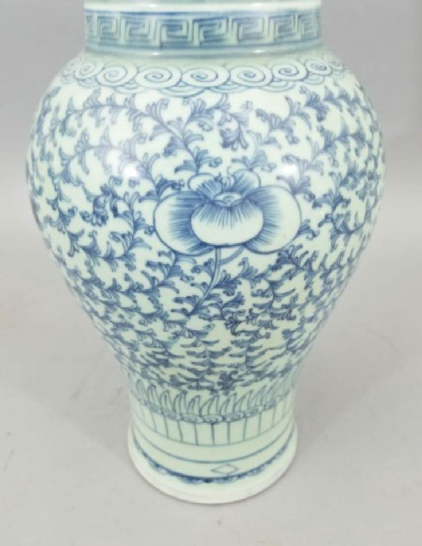 Large Chinese Blue & White Balustrade Form Vase - 7