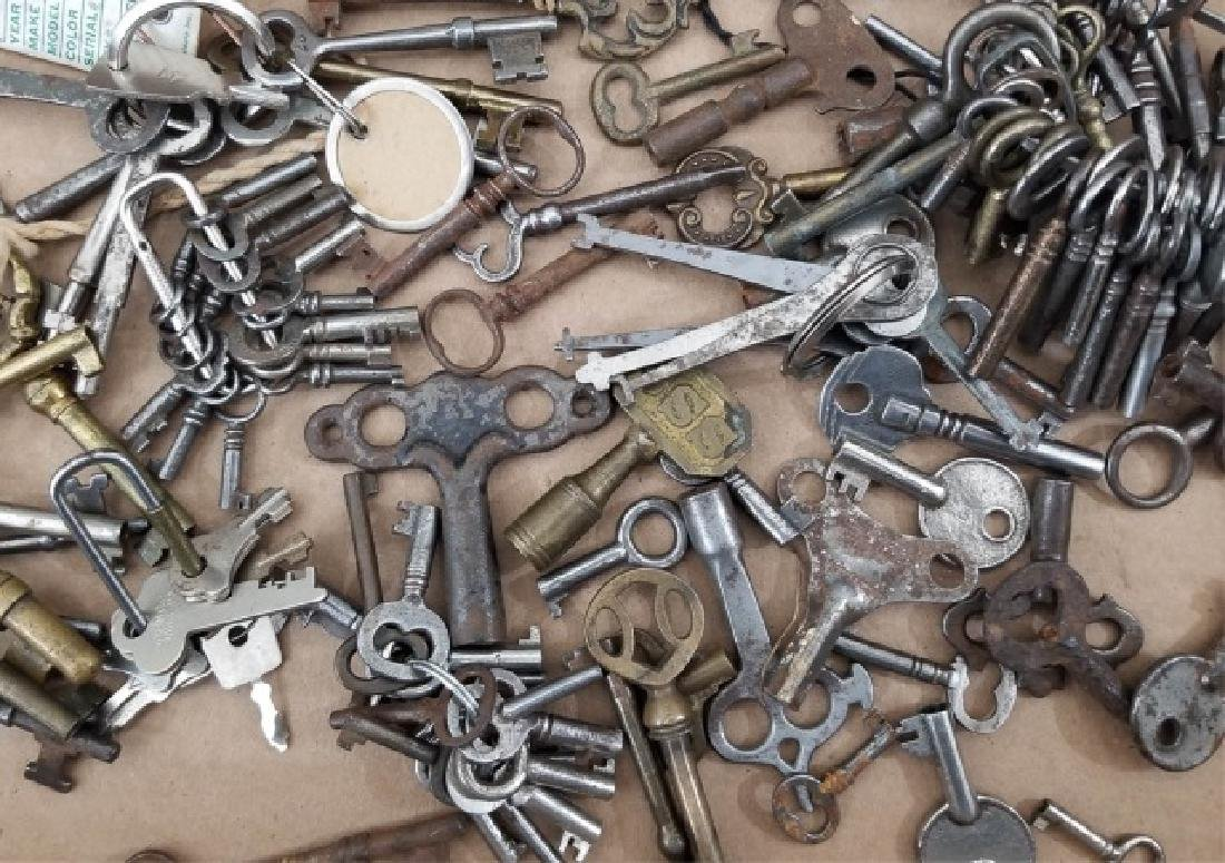 Large Collection Antique & Vintage Skeleton Keys