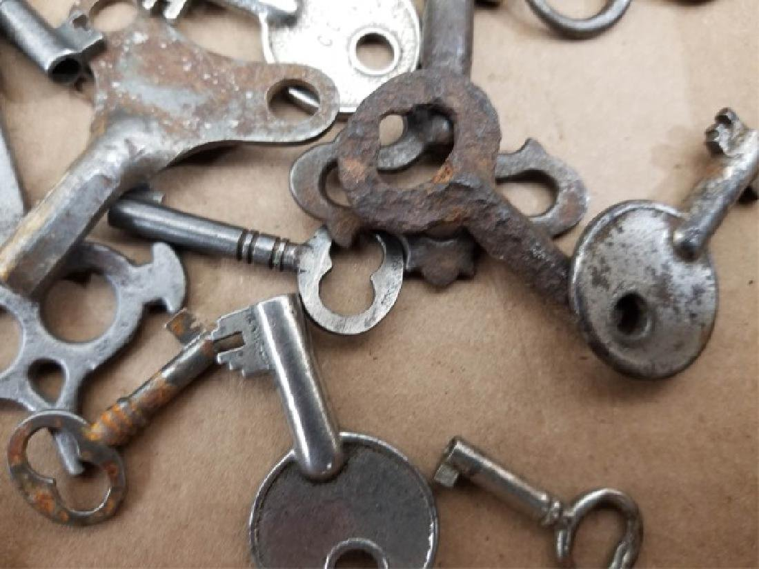 Large Collection Antique & Vintage Skeleton Keys - 7