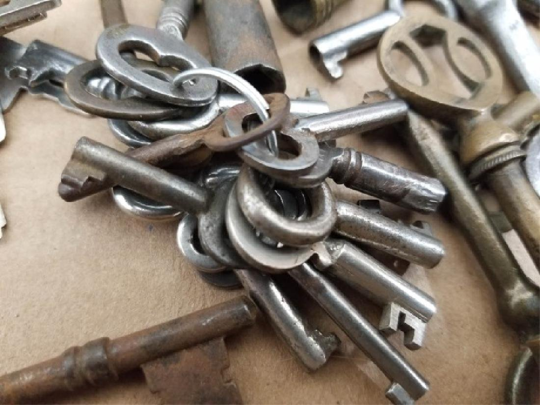 Large Collection Antique & Vintage Skeleton Keys - 8