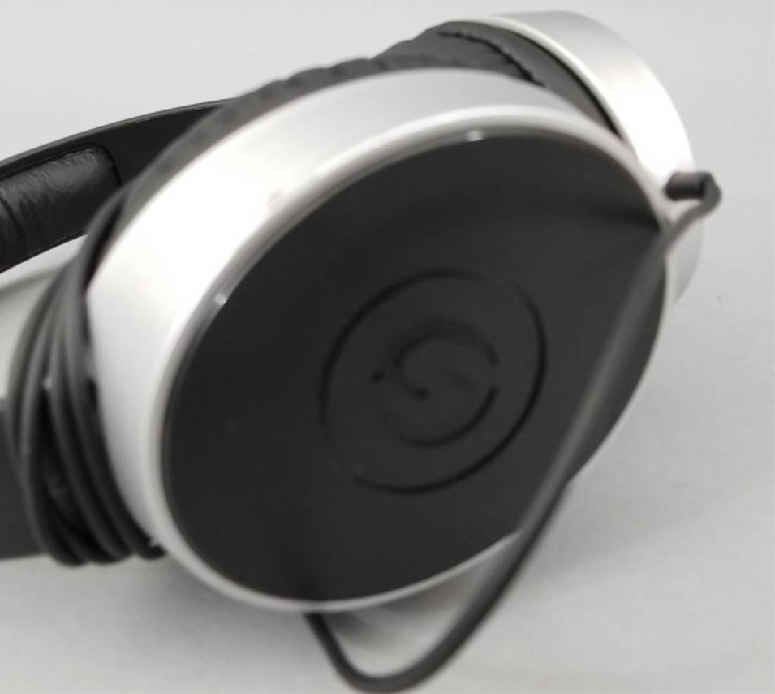 Pair of Samson SR550 Black Headphones