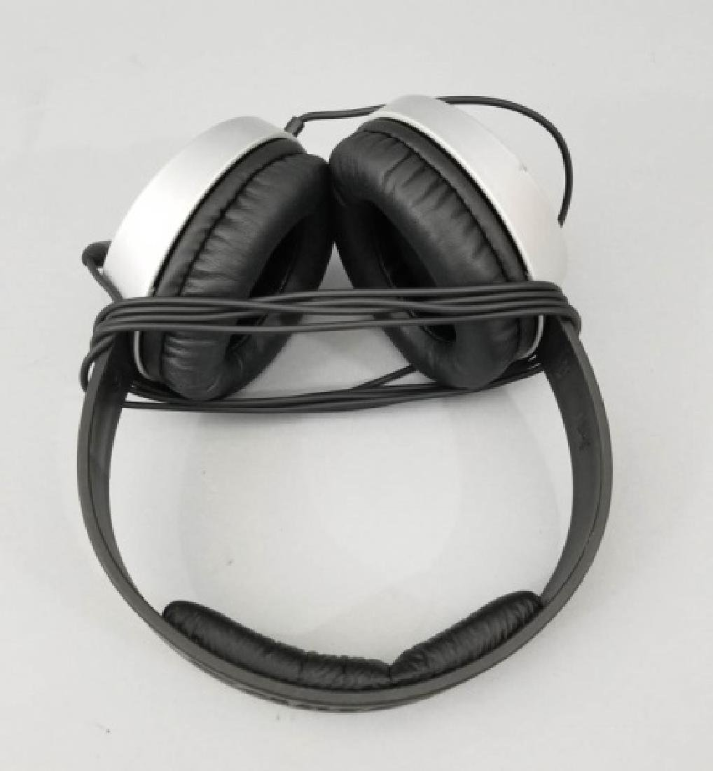 Pair of Samson SR550 Black Headphones - 4