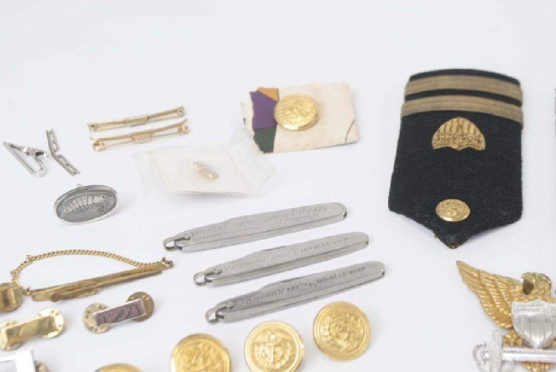 Collection Military Badges, Pocket Knives, Etc - 10